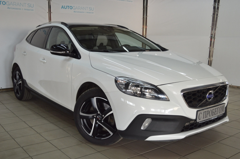 Volvo V40 Cross Country 2013 год
